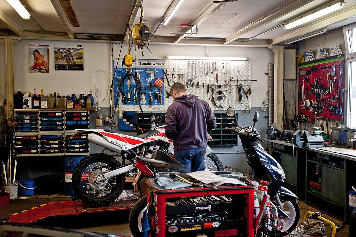 Motorradwerkstatt bei Motorrad und Reifen Hutzel in Lohr