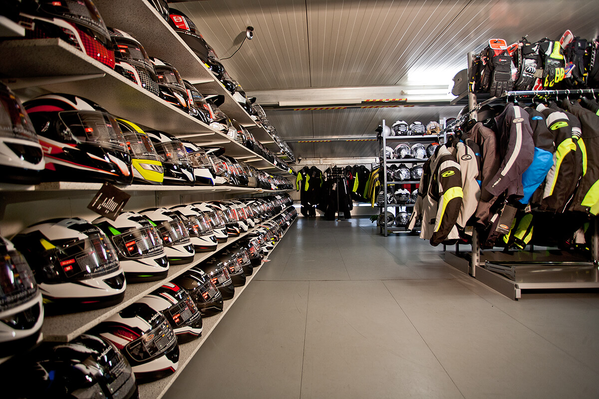 Motorradhelme und Jacken von Motorrad und Reifen Hutzel in Lohr