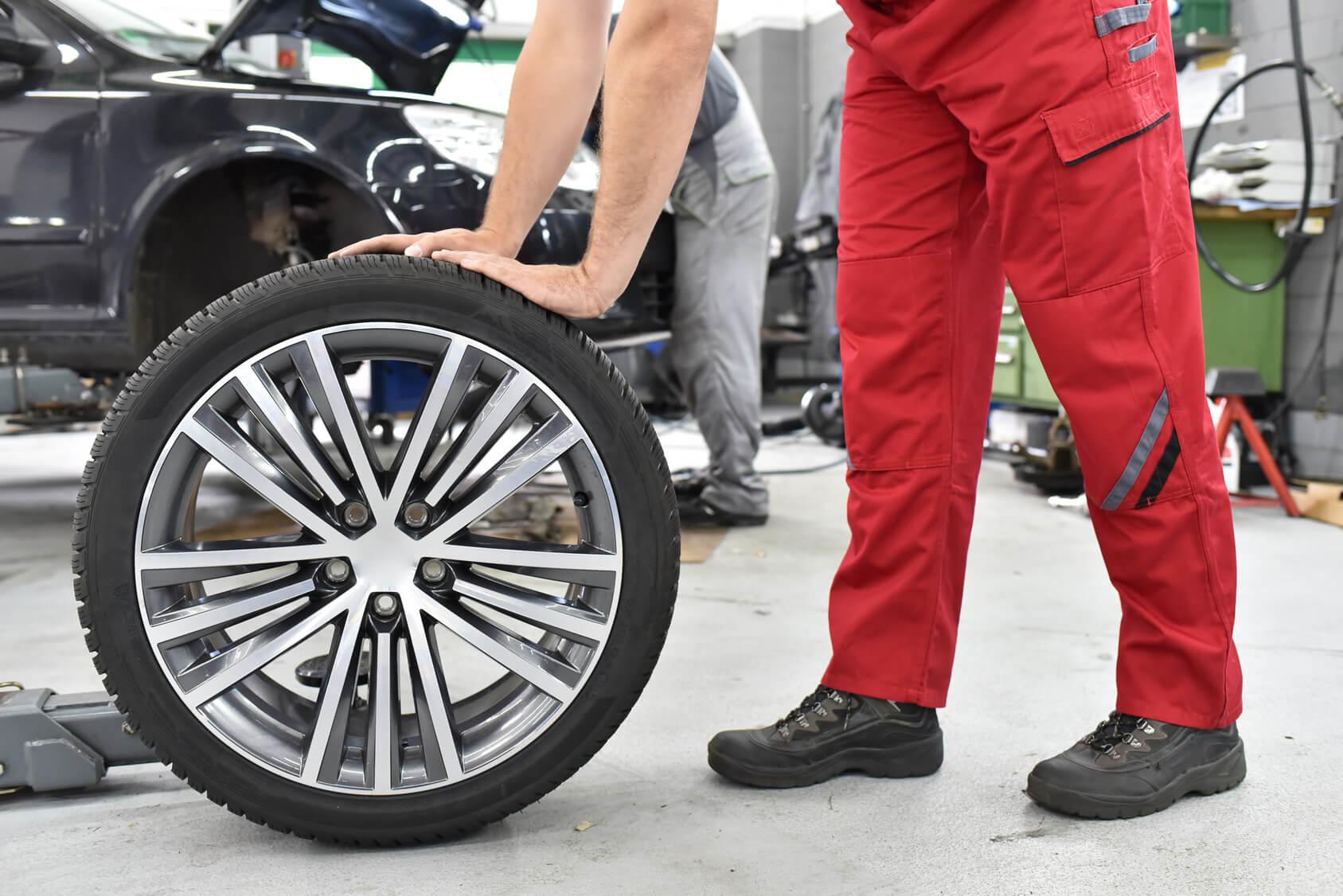 Reifenwechsel bei Motorrad und Reifen Hutzel Lohr